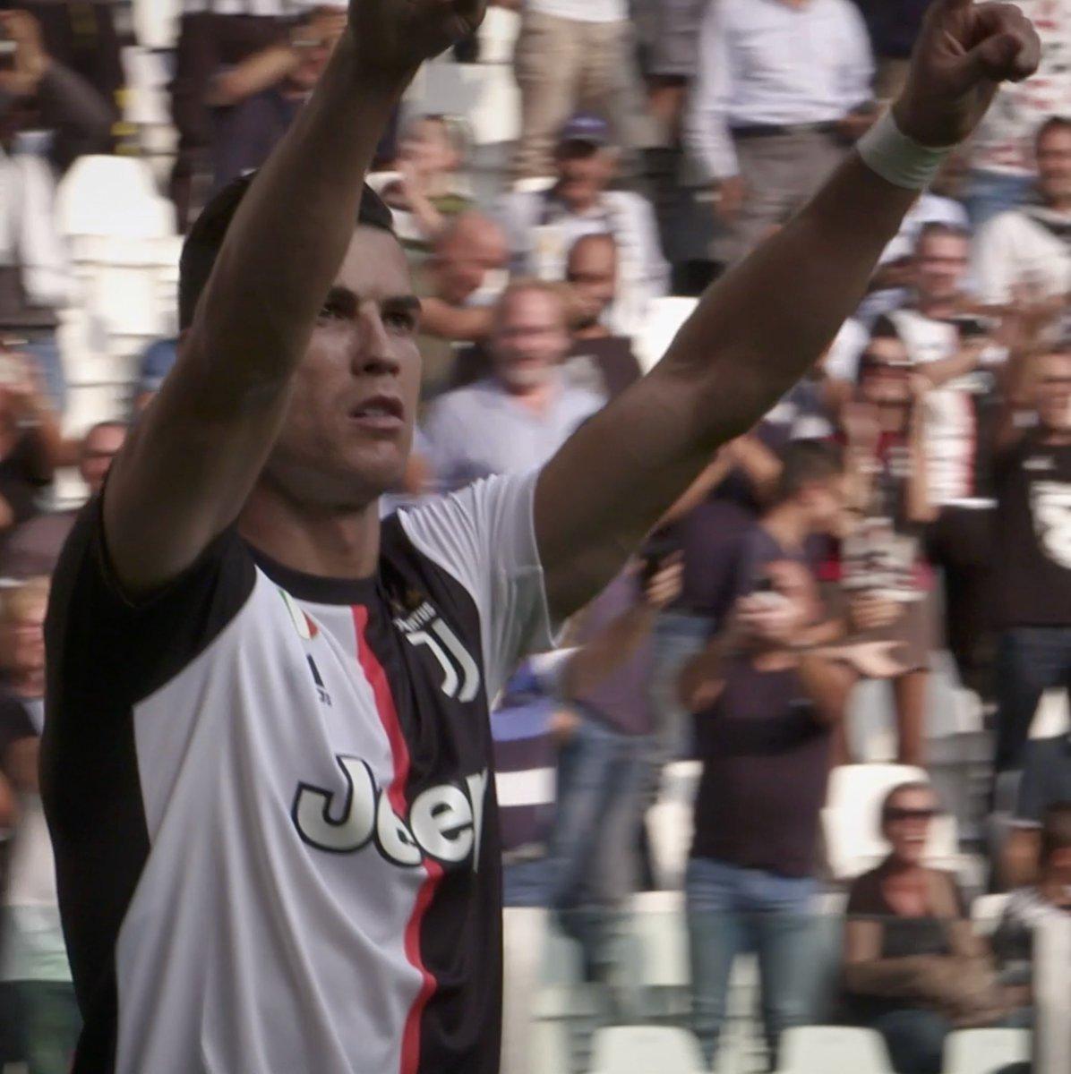 🎬 #JuveSPAL por trás do gol, estrelado por:   🎩 @Miralem_Pjanic  🔥 @Cristiano  Com @Allianz.