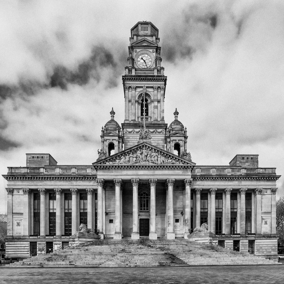 #portsmouthguildhall #Portsmouth #UK #bw #pb #architecturalphotography #interiordesign #fineartphotography #limitededition #sonyalpha #sonyworldclub #sonyimages #zeisscameralenses #portsmouthuk #bnwsouls #bnw_greatshots #bnwpic.twitter.com/rANU1Yd1PR