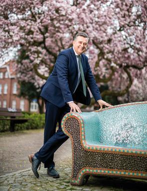 In januari 2018 verliet @emileroemer na elf jaar de Tweede Kamer. Het burgemeesterschap, van Heerlen, kwam al snel op zijn pad. Tot ieders verrassing. Ook van hemzelf. https://t.co/gEwh6LFs6Q https://t.co/XmOaMvgjSW