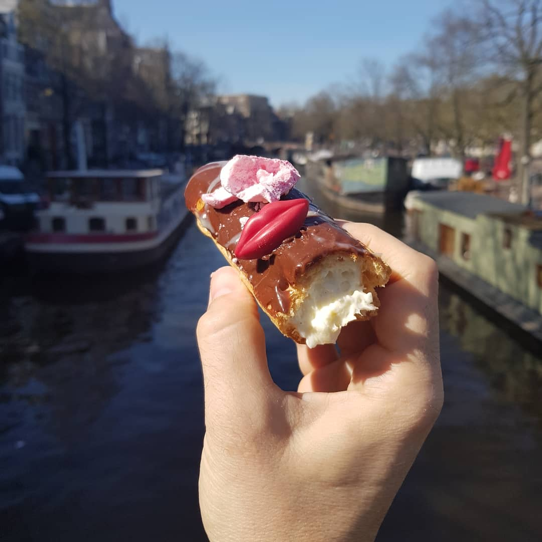 Wondering about the specials of today?The eclairs are back #eclair #eclairs #éclair #cheesycakes #cheesecakes #cheesecake #cake #cheesy #maycontaincalories #lekker #sweet #yumstagram #sweet #indtadessert #dessert # #bestofamsterdam #amstergrampic.twitter.com/ejqYyiv4EC