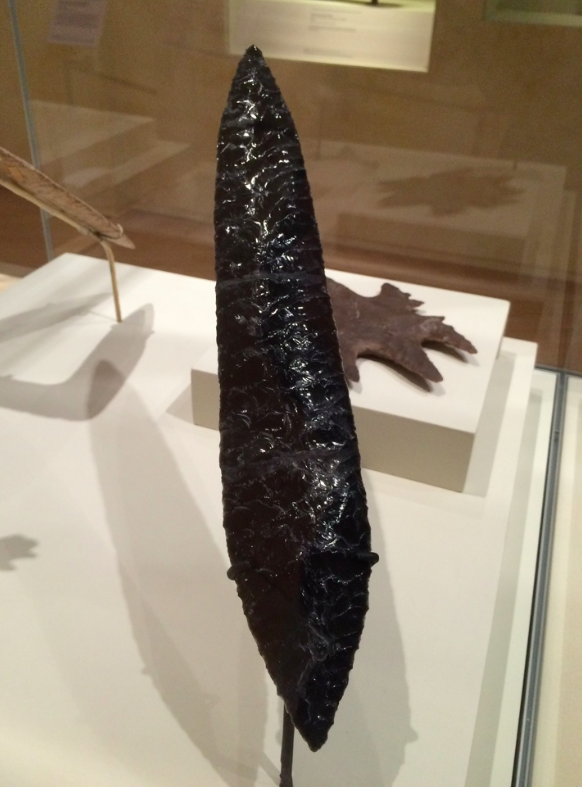 "Wonderfully shaped flint and obsidian from 7-9th century AD Mexico featured  in 2015 exhibition  @World_Museum ""Mayas: revelation of an endless time""   reminded me of similarly eccentric shaped flints from Hierakonpolis Egypt http://www.hierakonpolis-online.org/index.php/explore-the-predynastic-cemeteries/hk6-elite-cemetery …   #museumsunlockedpic.twitter.com/yRedtTVav2"