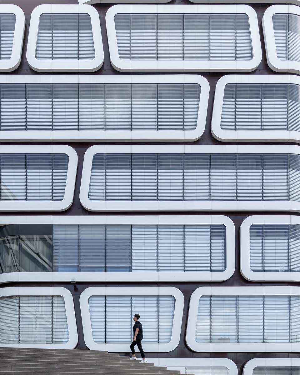 Graphical. Mixed use building Z-Up in #Stuttgart, Germany. Design by Wolfgang Kergassner architects, built 2007-2009. pic.twitter.com/jyqIudwlPC