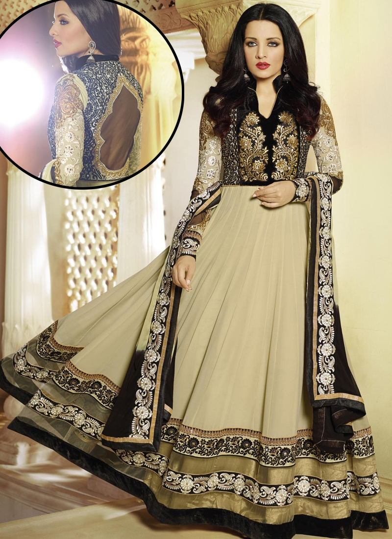 Grab a hold on this beautiful dress at less with free home delivery.  Order Now @ https://www.asiancouture.co.uk/brands/adaa   #desi #Indiancouture  #PakistaniOutfitspic.twitter.com/9KfXKCpWgR