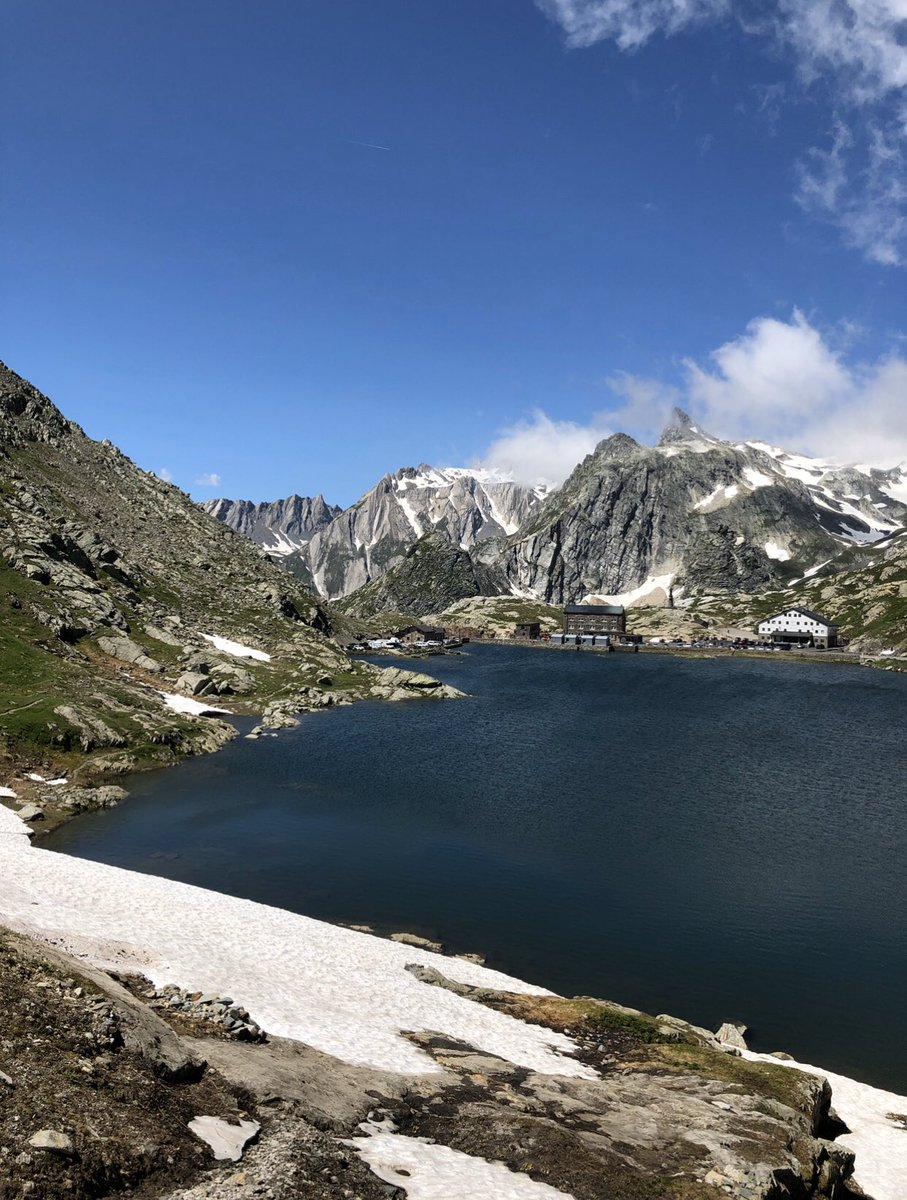 Pending the end of confinement ....By C.B.#nature #landscape #naturephotography #naturelovers  #photography #mountains #trek   #Beautiful    #hiking #lake #spring pic.twitter.com/kmvKXQA1NS