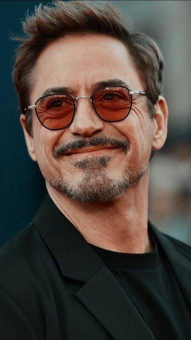 Happy Birthday Robert Downey Jr.  Siempre te recordaremos Tony.   We love you 3000.