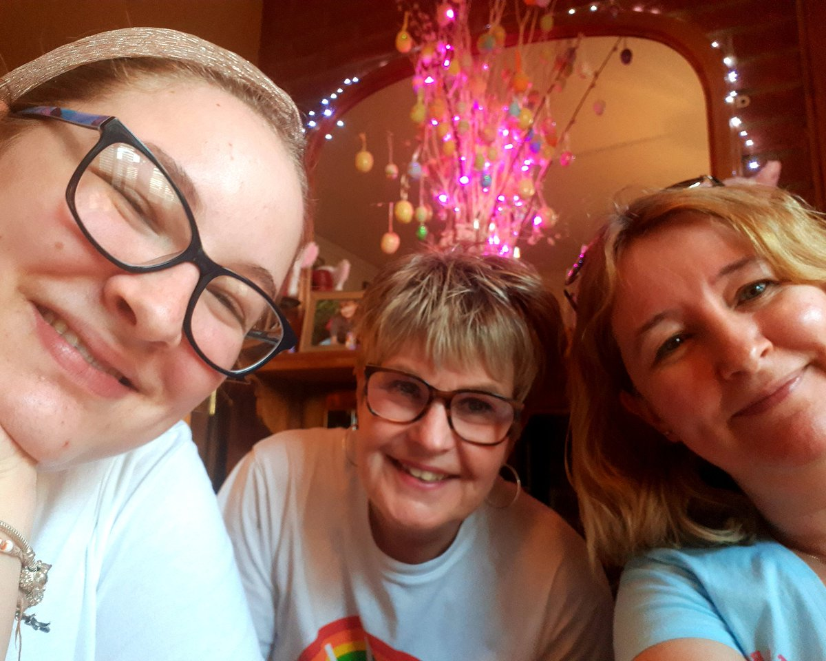@YorkRoadProject @StephenAIreland @PrideInSurrey  #quiznight WE ARE READY! #StayHomeSaveLives  #StayInForLGBT #TurnItIntoLovepic.twitter.com/gNw5Oh9vYC