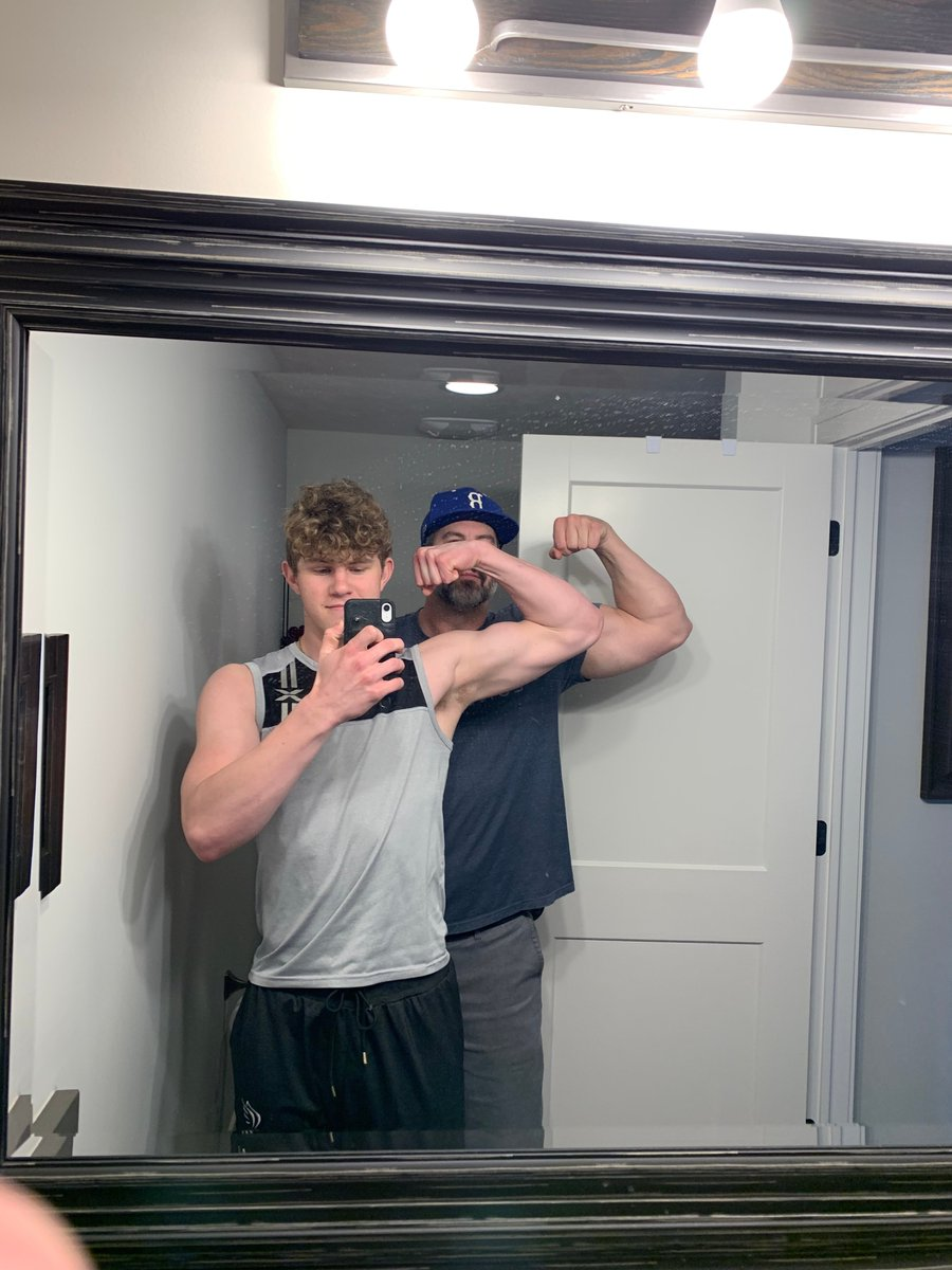 We might as well keep the good vibes coming!  Here are some #FamilyFriday/#FlexFriday pictures that came in after we shut down yesterday! pic.twitter.com/MVQbr9iD8J