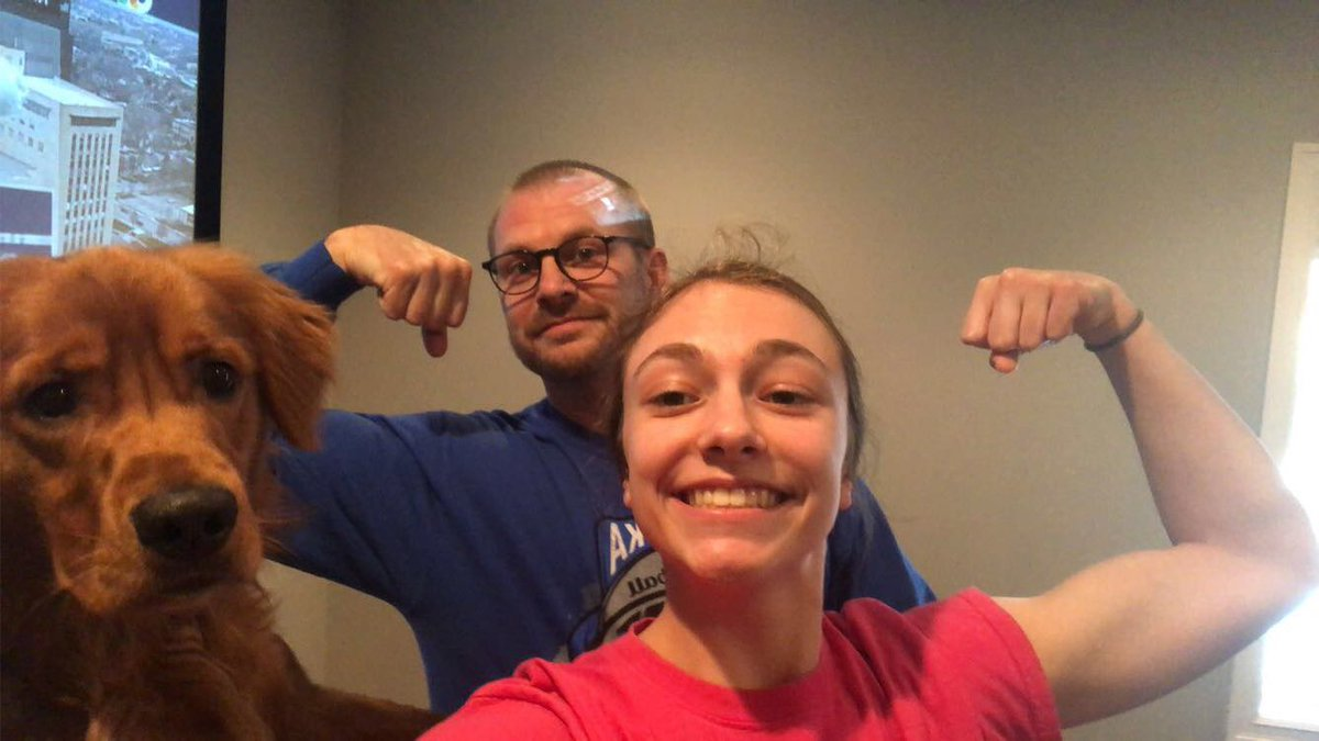 Don't worry, our female athletes are out here reppin' as well for #FamilyFriday/#FlexFriday!! @Badger_Softball @BadgerVolleybal @BHSladybadgers @benngirlssoccer @BHSBadgersTrackpic.twitter.com/f7bzbqfuWI