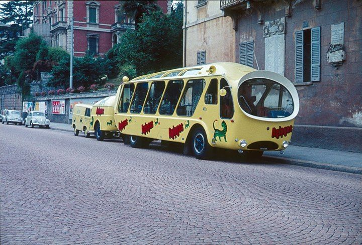This put a #smile on our faces: the #AgipGas promotional #bus seen we believe in #Milano #Italy in the #1960s But where are the #Minions?pic.twitter.com/RrEiXxC2tQ