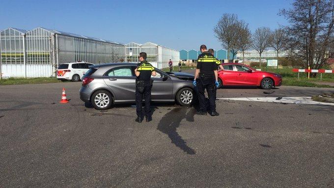 Ongeluk Burgerweg De Lier betrof aanrijding tussen twee auto 's. Een persoon gewond naar het ziekenhuis vervoerd. https://t.co/8vYdIfqIyZ