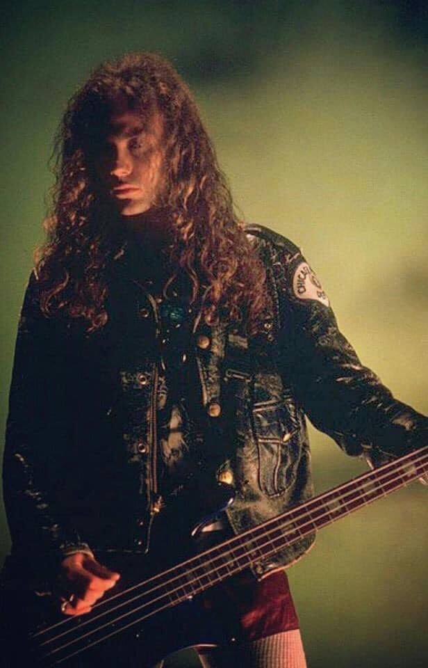 Happy birthday Mr. Mike Starr, he would have turned 54 years today R.I.P. master, we will never forget (1966-2011)  @AliceInChains  #mikestarr #aliceinchains #aic #ripmikestarr #bassist #bassplayer #grunge #rock #90s #onthisday