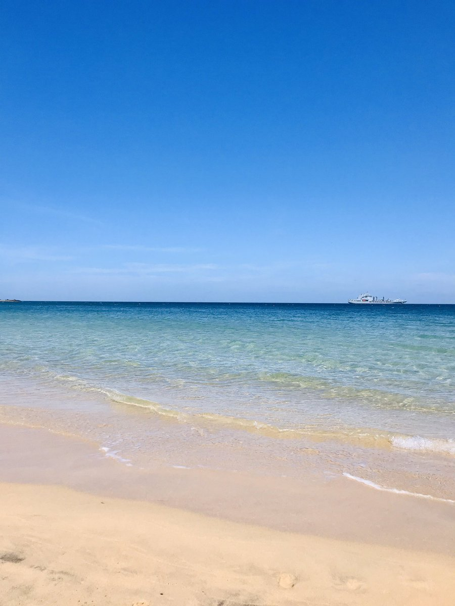 Feeling blessed to live where I do.   #Cornwall #StIves #ocean #Porthminster #beach #calmpic.twitter.com/irkZ5A0zS4