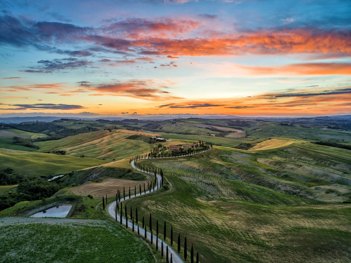 Val d'Orcia, Toscana Follow @italianfervor for more!  . . #travel #travelphotography #photography #nature #love #photooftheday #instagood #wanderlust #adventure #travelblogger #trip #vacation #traveling #picoftheday #explore #instagram #travelling #landscape #holiday #bhfyppic.twitter.com/4QCzztAMAB