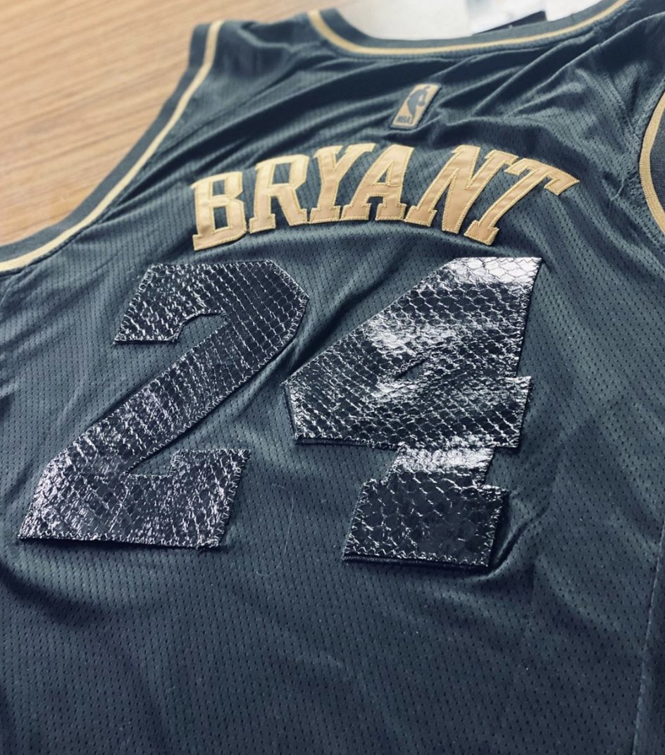 This is a dope custom #Kobe Snakeskin 24 jersey made by the @LacinKicks pic.twitter.com/TVWwxYgSfQ