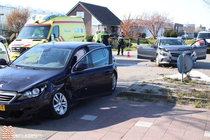 Vrouw gewond bij ongeluk Burgerweg https://t.co/lBwrABmNiO https://t.co/cJZwwHh6lu