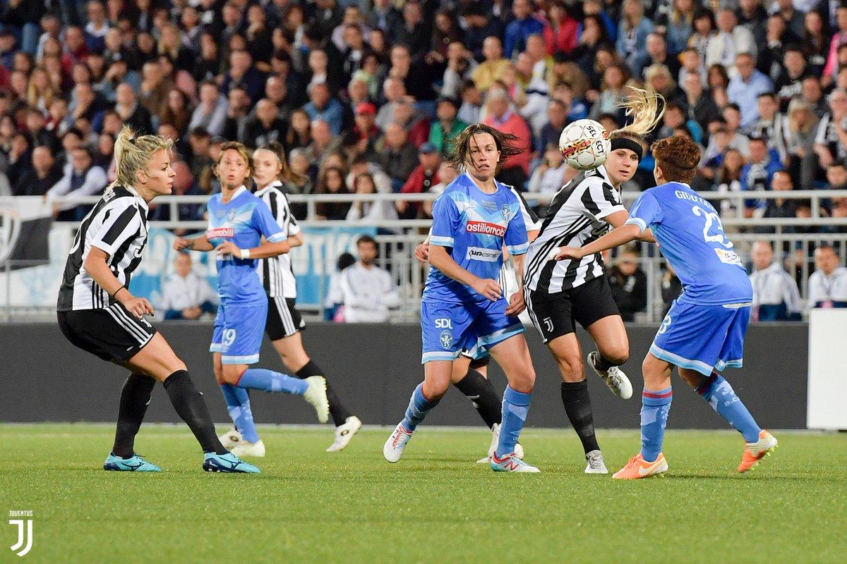 Le storiche vittorie delle @JuventusFCWomen 🏆  Novara, 20 maggio 2018, spareggio Juventus 🆚 Brescia: il primo Scudetto 🇮🇹❤️  On demand, qui 👉 http://juve.it/7VxE50z5l4l 👈