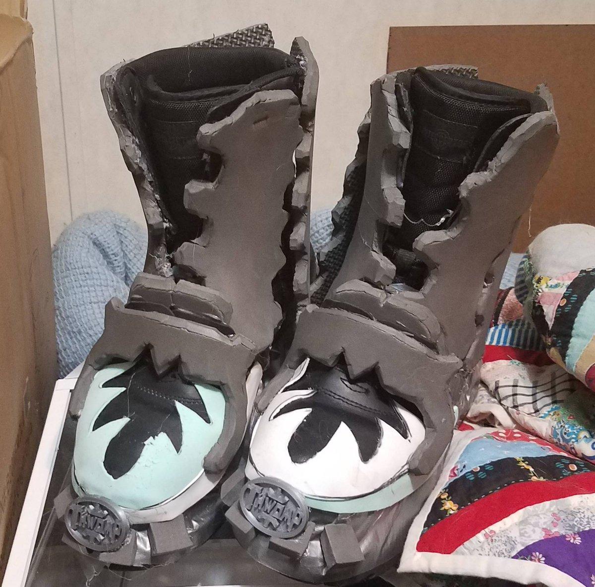 Time to get stomping! #mario #luigi #mariobros #SMB #80s #80smovies #classic #mariobrosmovie #movie #underrated #cosplay #cosplayer #boots #thwomp #stomper #foam #shoes #foamcraft #maker #design #illustrator #blender #retro #Nintendo #smbmoviepic.twitter.com/UNZjXqmBci