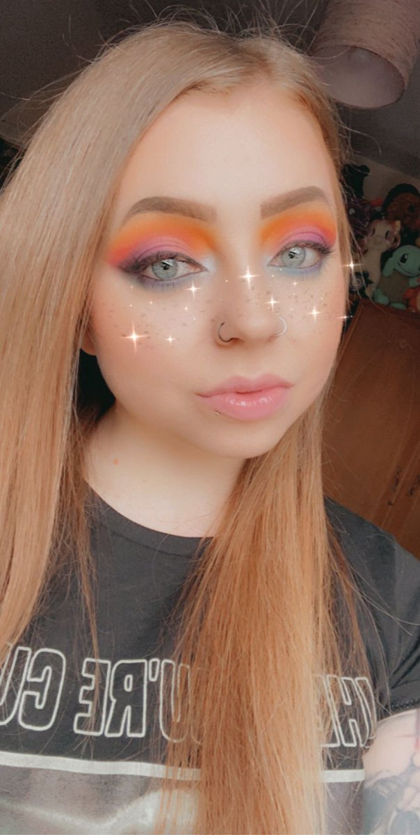 Been a while since I've had the motivation to pick up my makeup brushes, it's crazy what a few hours and a creative mind can come up with #jamescharles #jamescharlespalette #makeup #isolationcreationpic.twitter.com/hPm3wmZM9z
