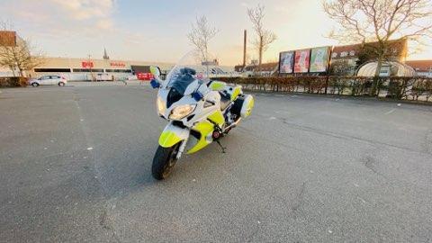 Vores motorcykelbetjente har været vidt omkring i politikredsen i dag, hvor der er ført tilsyn med en lang række seværdigheder, genbrugspladser, handelsgader, byernes torve, osv.,  - og alle steder åndede fred og fordragelighed uden nogen for for forsamlinger 👍 https://t.co/SEh8urL5MQ