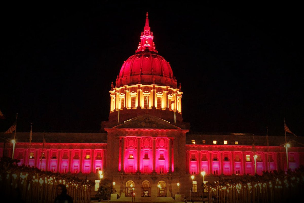 San Francisco City Hall was illuminated with the colors of the Spanish flag last night, in solidarity with Spain, our people, and the fight we're all facing.  ¡Gracias!   #COVID19 #EsteVirusLoParamosUnidos #StrongerTogether <br>http://pic.twitter.com/JEef6lfYvu
