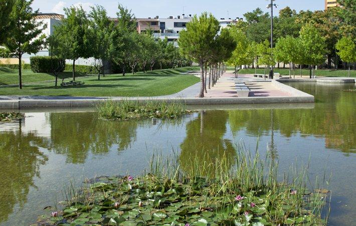 Este sábado primaveral , vamos a conocer un poco mejor el parque Padre Querbes gracias a @AEPJP   Su diseño se inspira en el rico paisaje agrícola que rodea la ciudad de Huesca.    Descubre este y otros detalles en http://vivirlosparques.blob.core.windows.net/vlp-parques-padrequerbes/index.html…pic.twitter.com/mgMVRMlY1T