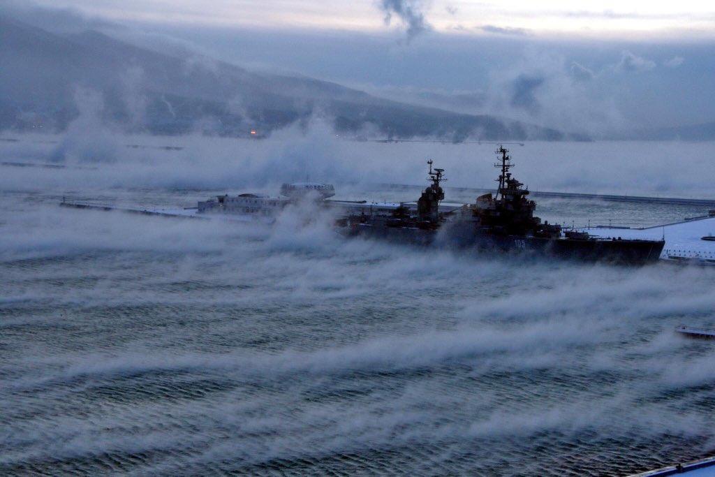 The Bora (northeastern katabatic wind) in the harbor of Novorossiysk, #Russia on 25th January 2010 pic.twitter.com/kkA2WxhkA5