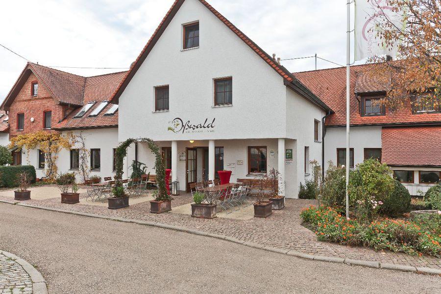 Landhotel Oßwald in Kirchheim am Ries. Das Landhotel Oßwald ist ein idealer Standort für jede Art von Zusammenkunft. Es überrascht durch ein Ambiente, das schnell ein ... - Hotel für 1 bis 2 Personen in Kirchheim am Ries - Deutschland - Baden-W https://www.hotelstay.de/416.htmlpic.twitter.com/IdKmAC7keF  by Hotelstay.de