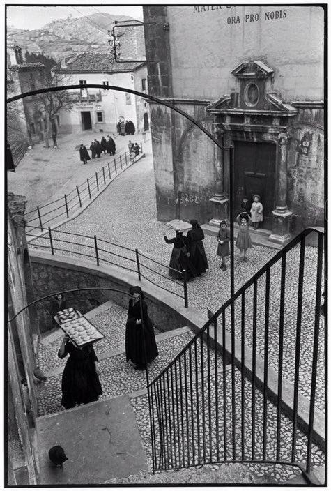 Henri Cartier-Bresson  #Italy #Abruzzo #Scanno 1951pic.twitter.com/m5nfElbZFJ