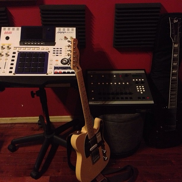 Getting back to basics  For Mixing and Mastering rates visit Us here: http://bit.ly/krushstudios  #mixing #mastering pic.twitter.com/gEOcRk7Uvk