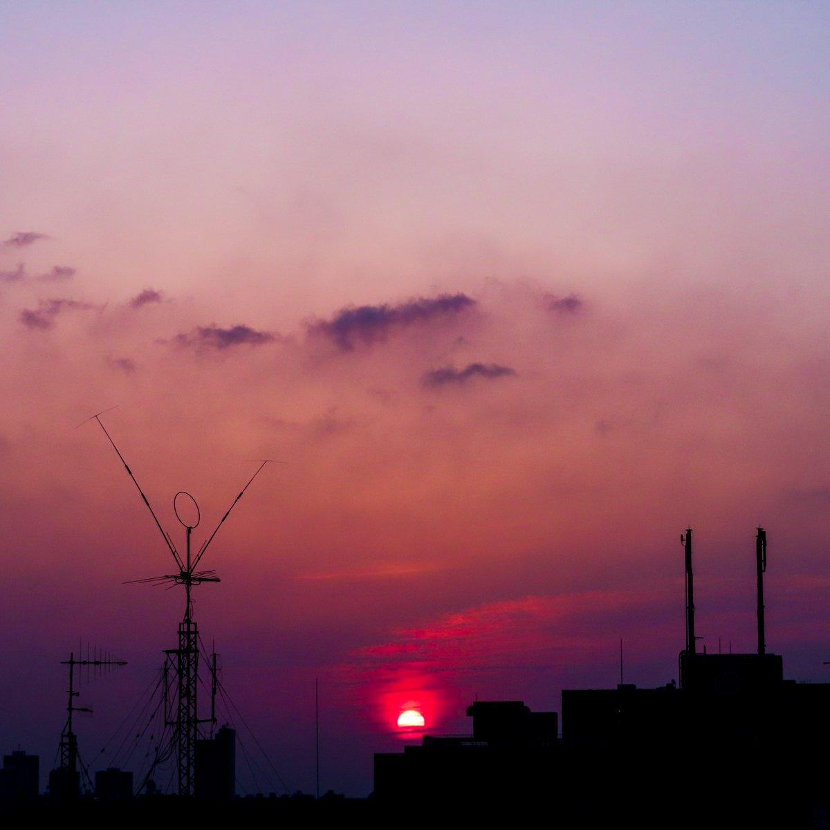 #morning  #glow  #sky  #cloud  #sun  #sunrise   \(^o^)/