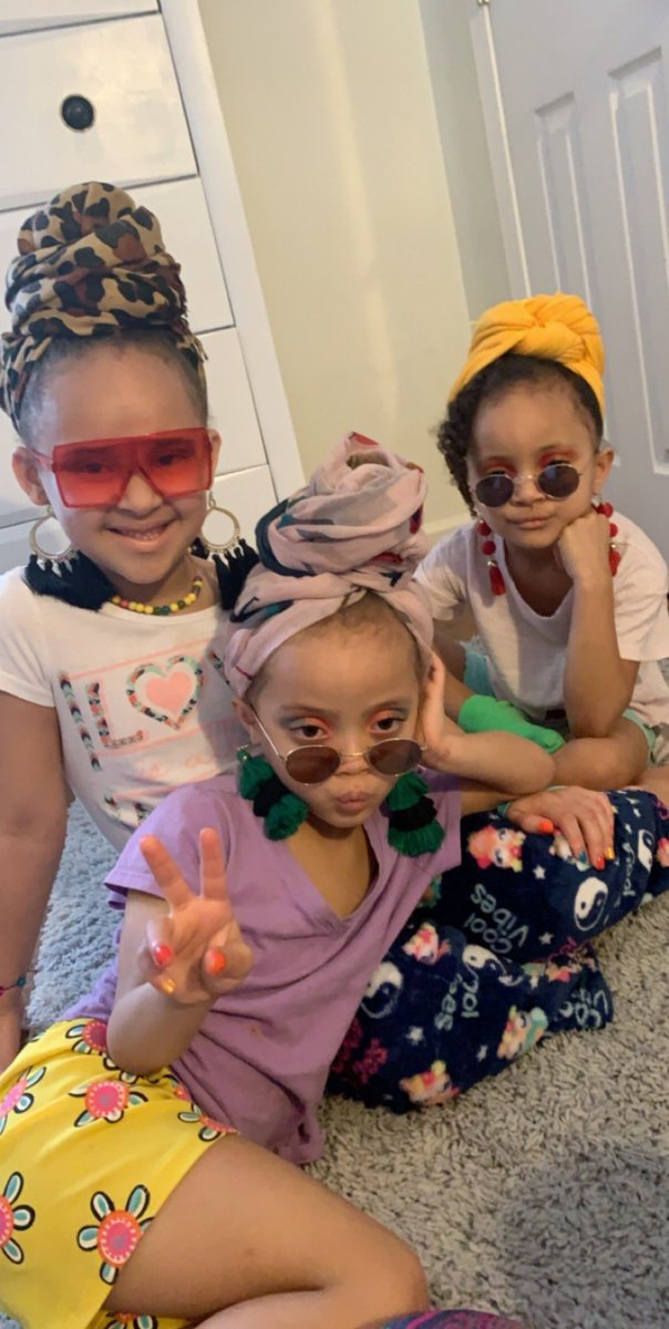 my sister gave my nieces makeovers, and my girls are eating. 😂💕