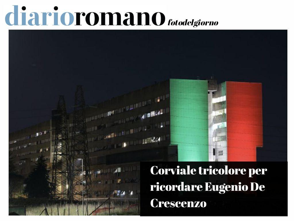 test Twitter Media - Anche le periferie illuminate con i colori della bandiera. Corviale ricorda E. De Crescenzo, morto per il #Covid, che ha lavorato una vita per le zone più disagiate. . #Roma #coronavirus #photo #lettori https://t.co/J6wQJLyzvS