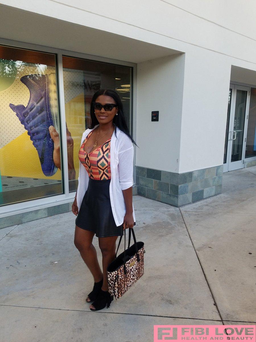walking by the mall since everything it's close first time in American I've experience  Pandemic   #StayHomeBands #coronavirus #CoronavirusPandemic  #Trending #TrendingNow #fashionblogger #Fashionista #fashionaddict #StyleOfPlay #stylebender