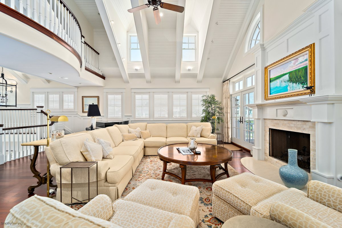 Ready for a change? This 6 BD/ 8 BA in Avalon won't be on the market long.  http://cpix.me/l/94891815pic.twitter.com/5SBS4OfaBo