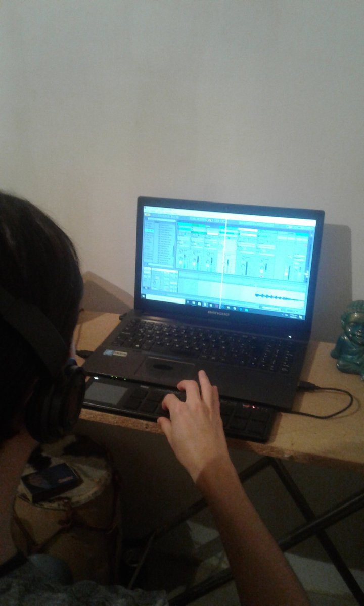 Time to produce for our band Latin Mantra & Il Cheje #mastering #Beats #AbletonLivepic.twitter.com/KBnKpVXxM2