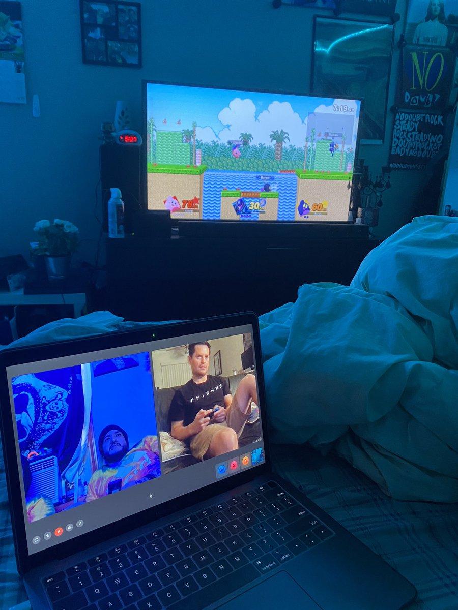 Virtual game night w/ David, @gisLq, Byron, and @_hiccupbob #SuperSmashBros pic.twitter.com/vNadzJTkWB