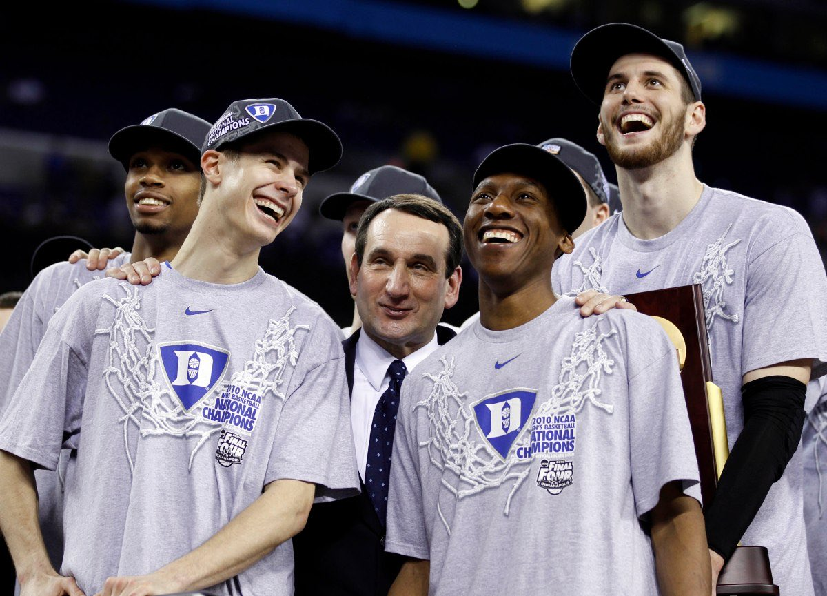 #OnThisDay in Sports History, in 2010 #Duke beats #Butler, 61-59 in the #NCAAChampionship. Kyle Singler had 19 points and 9 rebounds. He won Most Outstanding Player.   It was the first game in 25 years in which two private schools were facing off in the Championship. pic.twitter.com/7BOPRBIFJ1