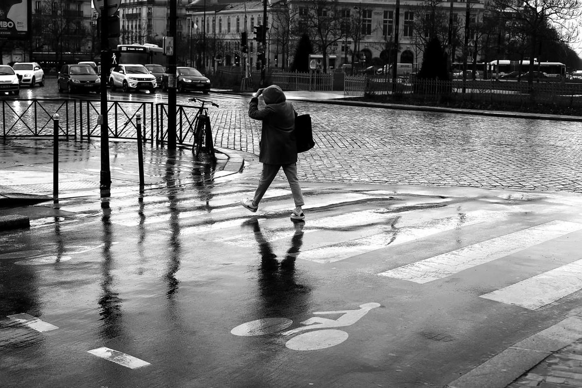 Replying to @colinesss: Crossing the wet road #streetphotography #blackandwhite #street #Paris #canon #50mm #pascalcolin