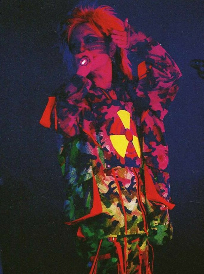#hide #xjapan #spreadbeaver #zilch #visualkei #alternativestyle #pink #hazard #neon #yellow #imissyou  #visualkeiboy #alternativemusic  #alternativeband #rock #guitarist #pinkandblack #singer #prettyboy #alternativeboy #rawrXD  #random #bored #music  #musiclover #multifandom #pic.twitter.com/qYyJqrAqQl