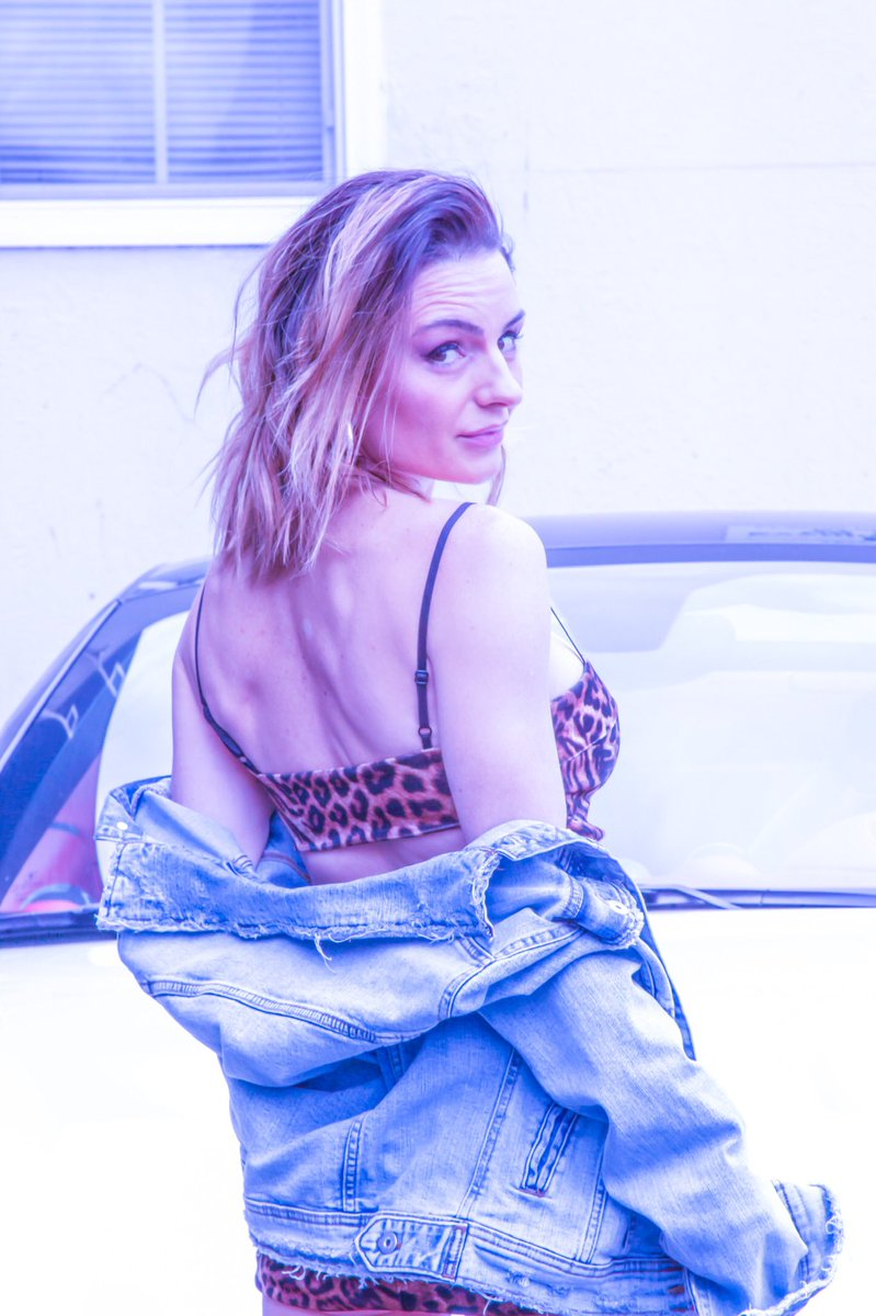 turn your PAIN into something GREATER  HAPPY SATURDAY LOVE BUGS   STAY SAFE ... and smell some flowers today   # #bestrong  #happyfriday #indieartists #dreamers #denimforever #womeninmusic #xoxo #indiepop #musicpop #popartistpic.twitter.com/N6PGByoPlE