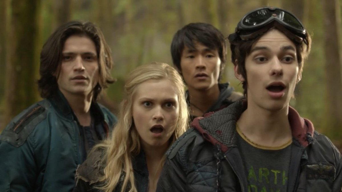 I'm rewatching #The100 starting with the pilot and Clarke's face is priceless when Octavia strips. <br>http://pic.twitter.com/k75NNCmDlz