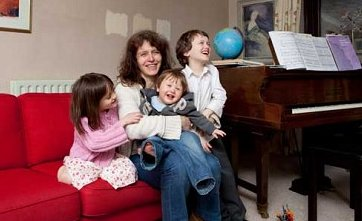 http://PregnancyOver44.com: Never too late: life begins at 50 -- Sarah Briggs, 50, is mom to Alexander, 8, Isabella, 6, Edward, 1...  http://www.pregnancyover44.com/2012/04/never-too-late-life-begins-at-50.html…  #pregnancystories #pregnancyover40 #pregnantover40 #momover40 #latermotherhood #geriatricpregnancy #infertilityjourneypic.twitter.com/cQKmmjLet0