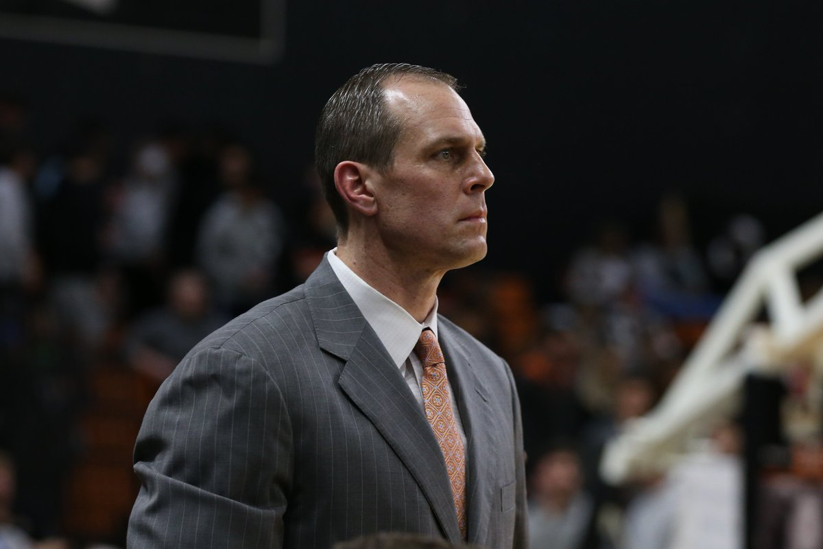 1️⃣ year ago @CoachGregGary announced the addition of @BobbyKummer, @CoachK_Lew, @CoachJCardona10 and @djbyrd21 to his staff. Thanks for a great first year, coaches‼   #RoarTogether https://t.co/fLhzPPkki4