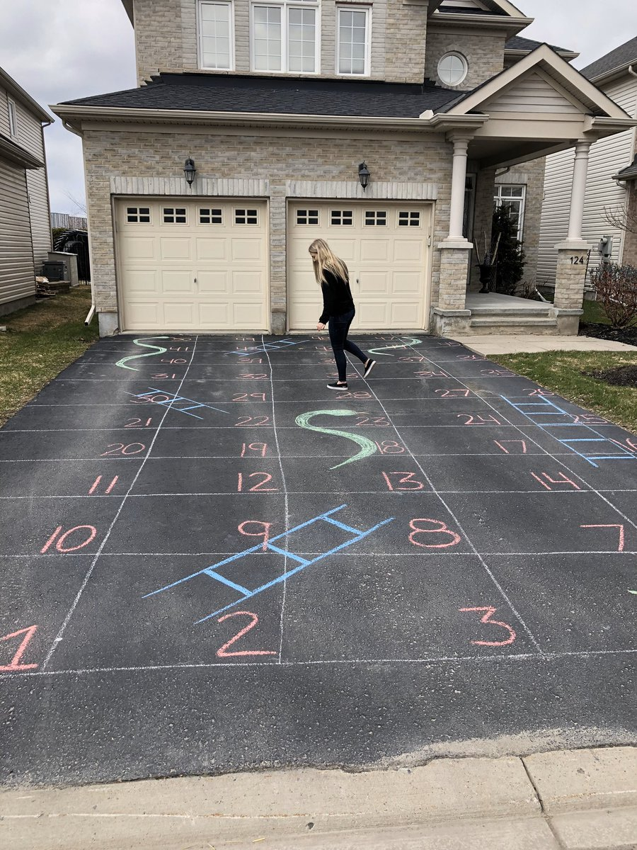 Weekly challenge: let's get counting! Use a creative way to count as high as you can en français. Paint, use chalk, play a game, count out pasta, etc. Mlle Daley played snakes and ladders 🐍 @ChebuctoH @HarrietsfieldS https://t.co/mVQcIFjRyG