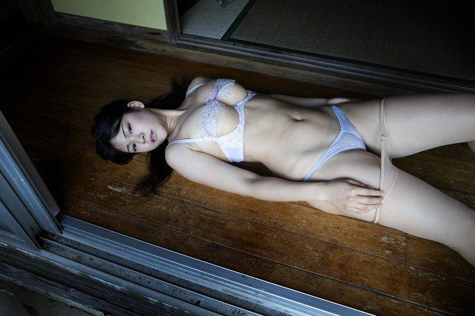 グラビアアイドル高杉杏のTwitter自撮りエロ画像1