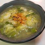 風邪予防にもおすすめ!レンジで作れる、ネギたっぷり絶品スープのレシピ!