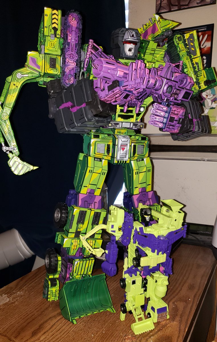 What a difference from the original! #transformers #devastator #g1 #constructor #cellshadedpic.twitter.com/TuUI6bGS1j