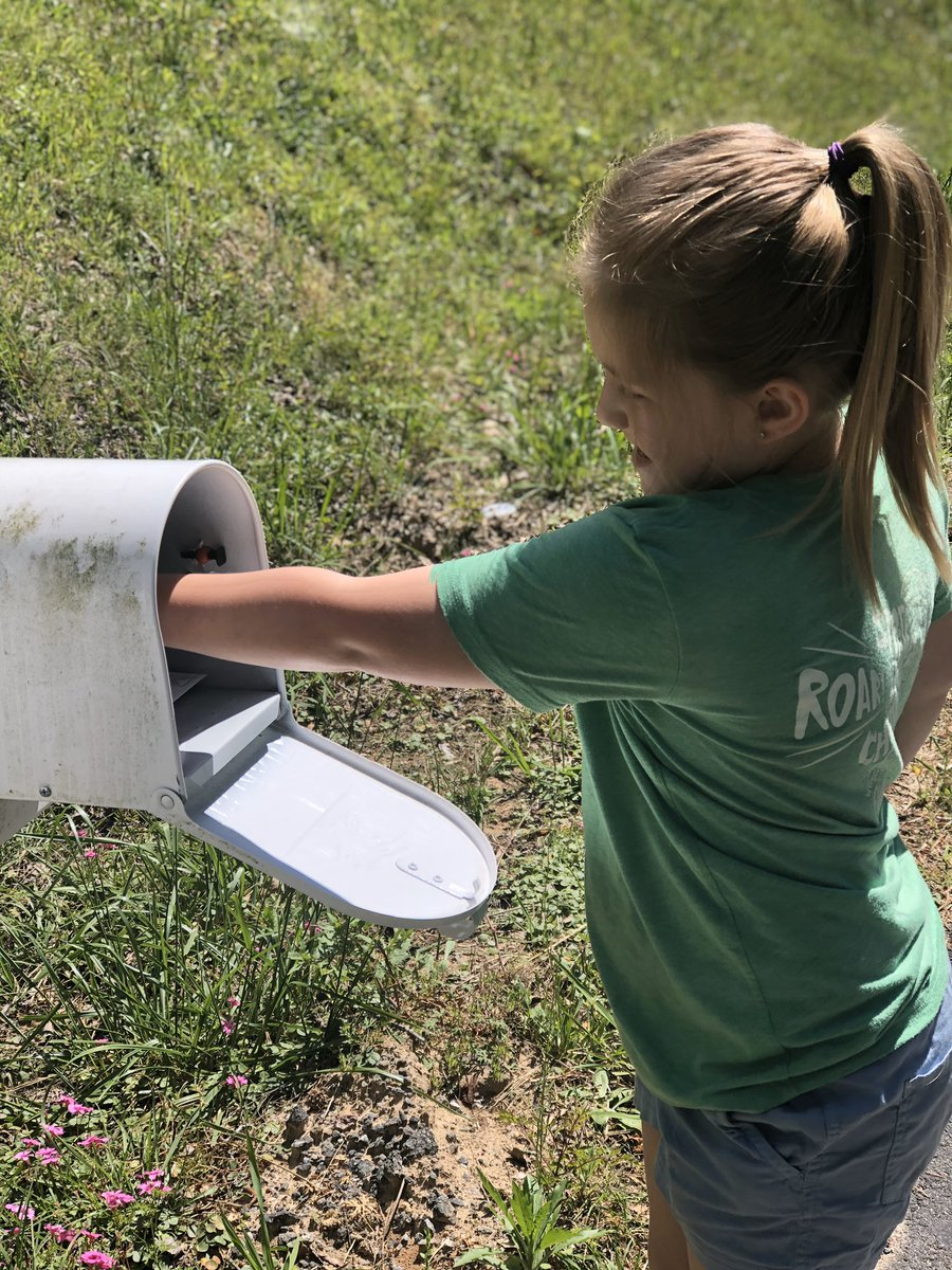 Sending out some fun mail to @HaliHendricks ✉️📫 Blakely is missing everyone like crazy and if you would like her to mail you a letter, please send me a message! https://t.co/dbeW65AdE8