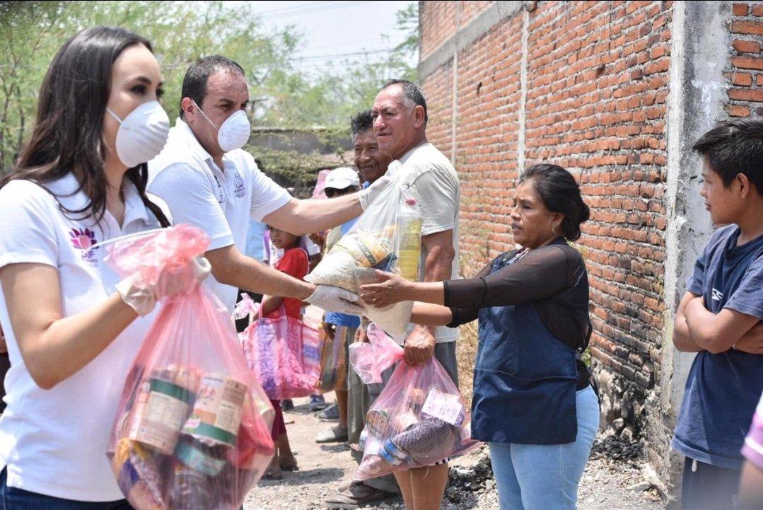 Cuauhtémoc Blanco dona despensas a familias de Morelos por contigencia de COVID-19