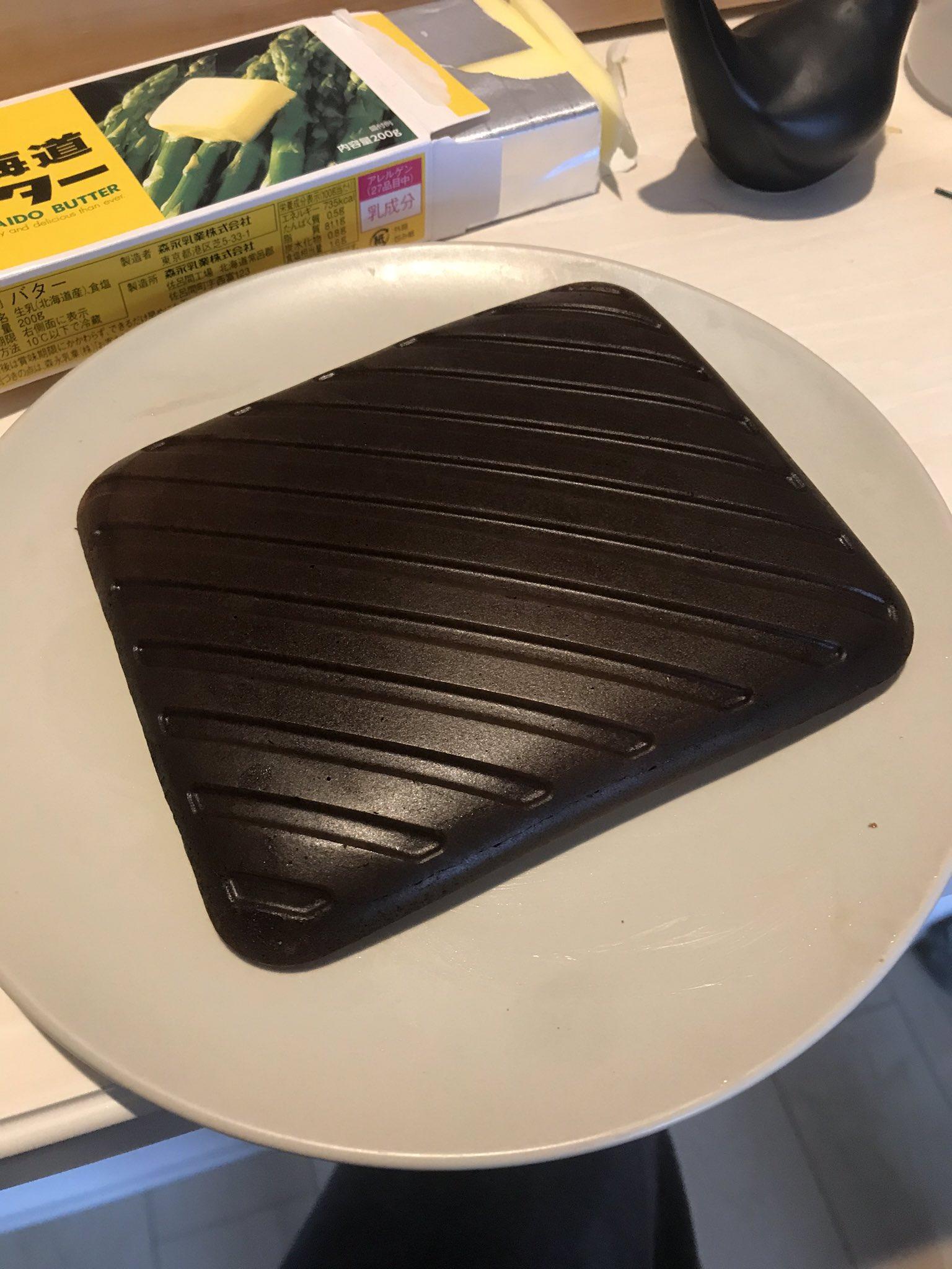 パンケーキを作ろうとしたのに!艶々な鉄板が出来上がったwww